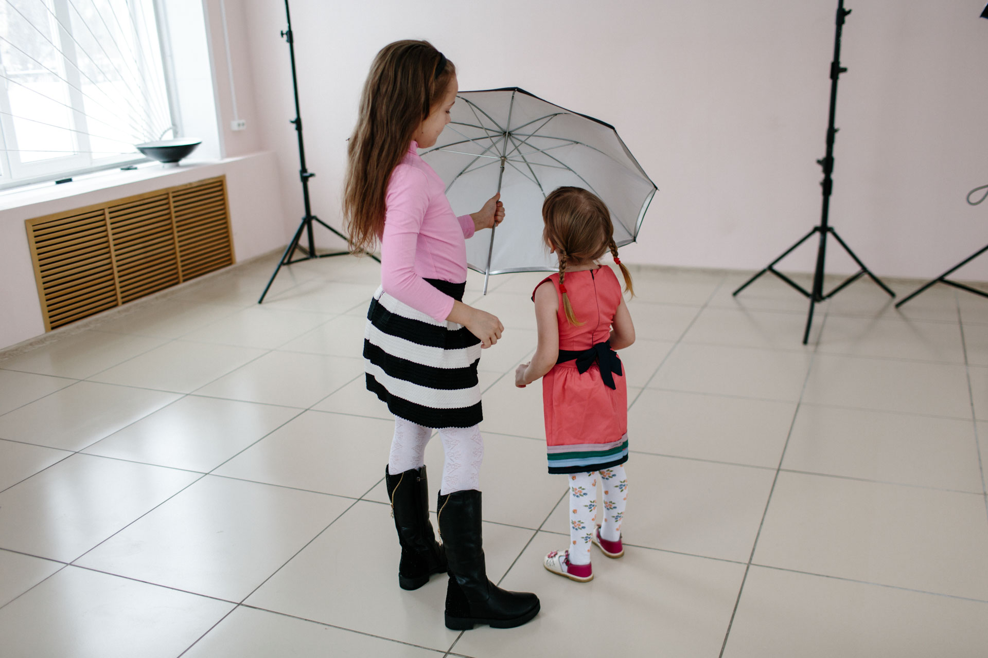 Ульяна и Варвара на записи видео для канала на YouTube