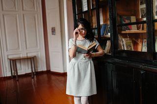 Маша на выставке в библиотеке