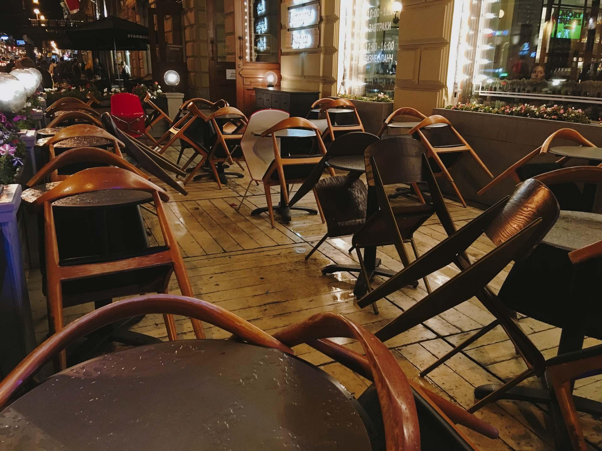 Кафе на Невском после дождя