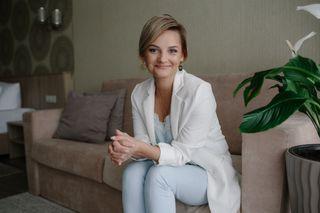 Татьяна Степанова улыбается